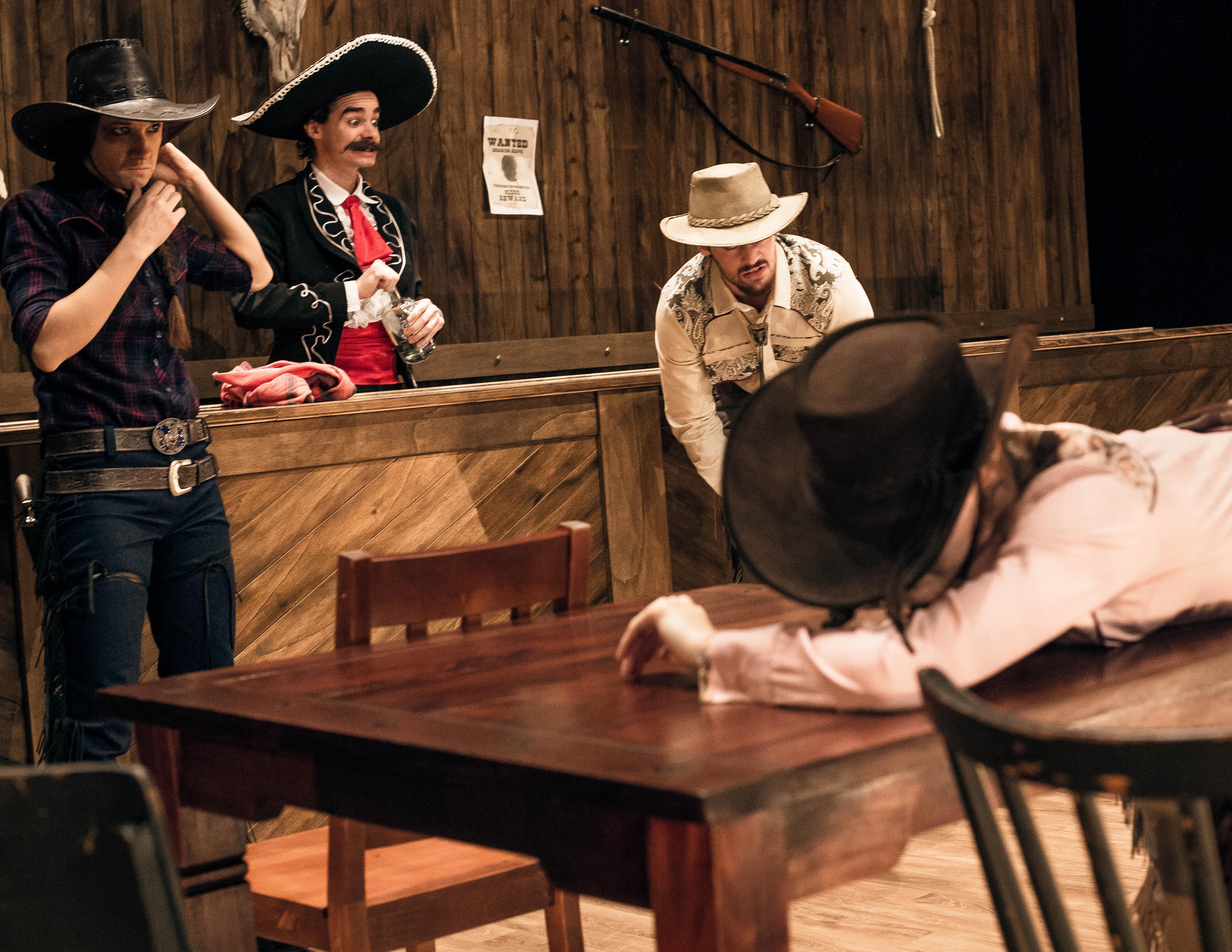 第一眼看製作藝團之一的「奧克拉荷馬自然劇團」以為是寫實一派的演繹,但劇名及劇照反映的又似是另一回事。