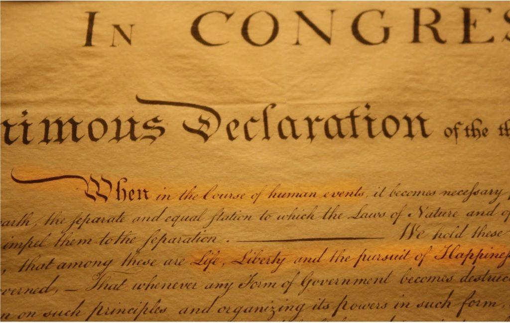 美國獨立宣言中提及的基本人權之一的「追求幸福」,今次成為奧克拉荷馬自然劇團天馬行空的題材。