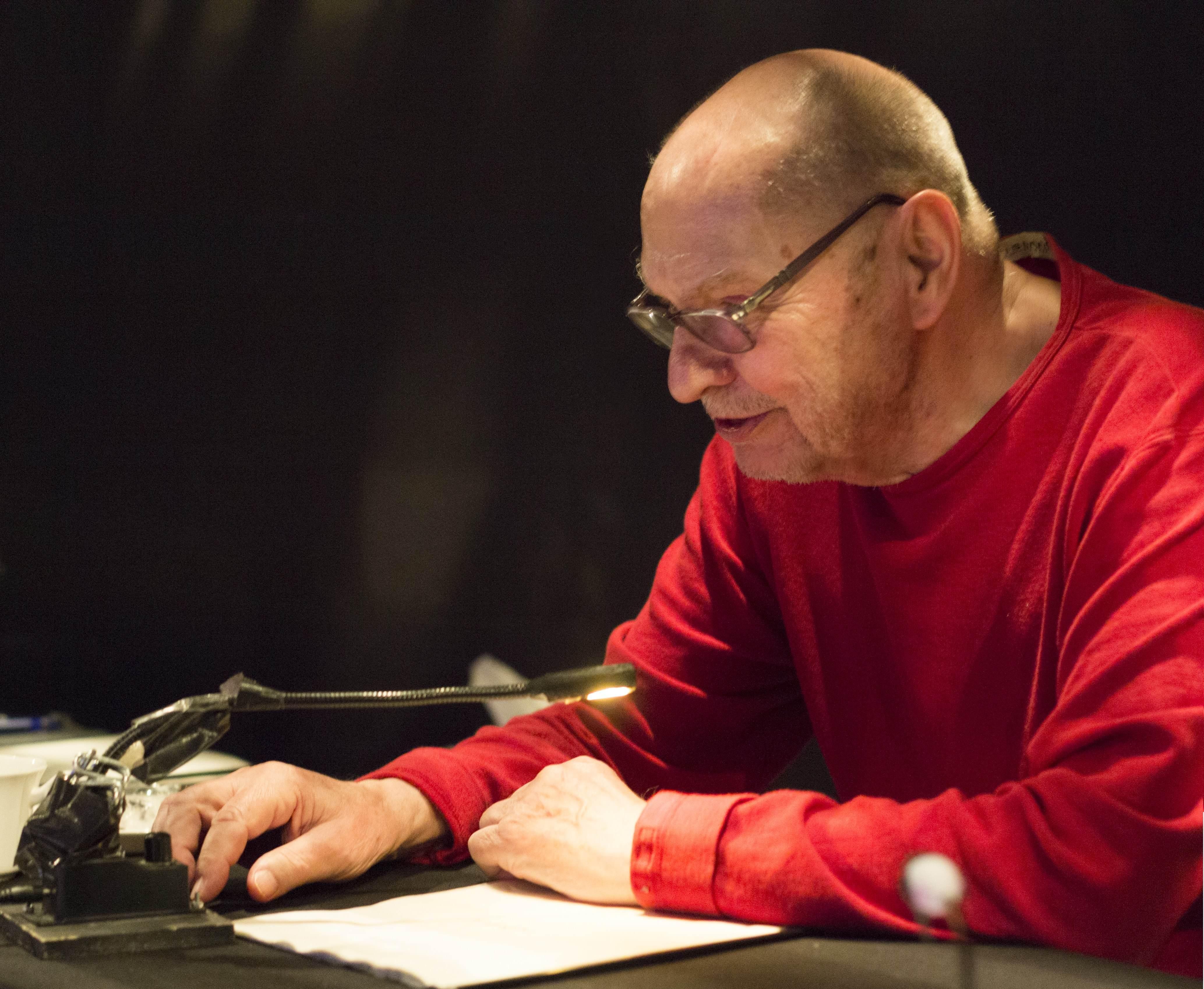 導演克勞德.雷吉(Claude Régy)現年95歲,戲劇生涯橫跨逾六十年。他說過《夢與狂妄》是他的最後作品。