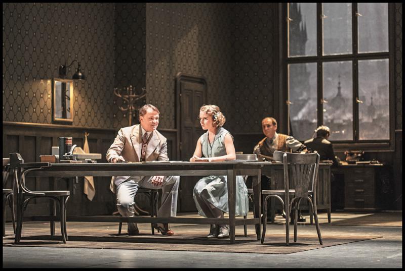 布爾諾國家歌劇院演出楊納傑克 《馬克普洛斯檔案》劇照