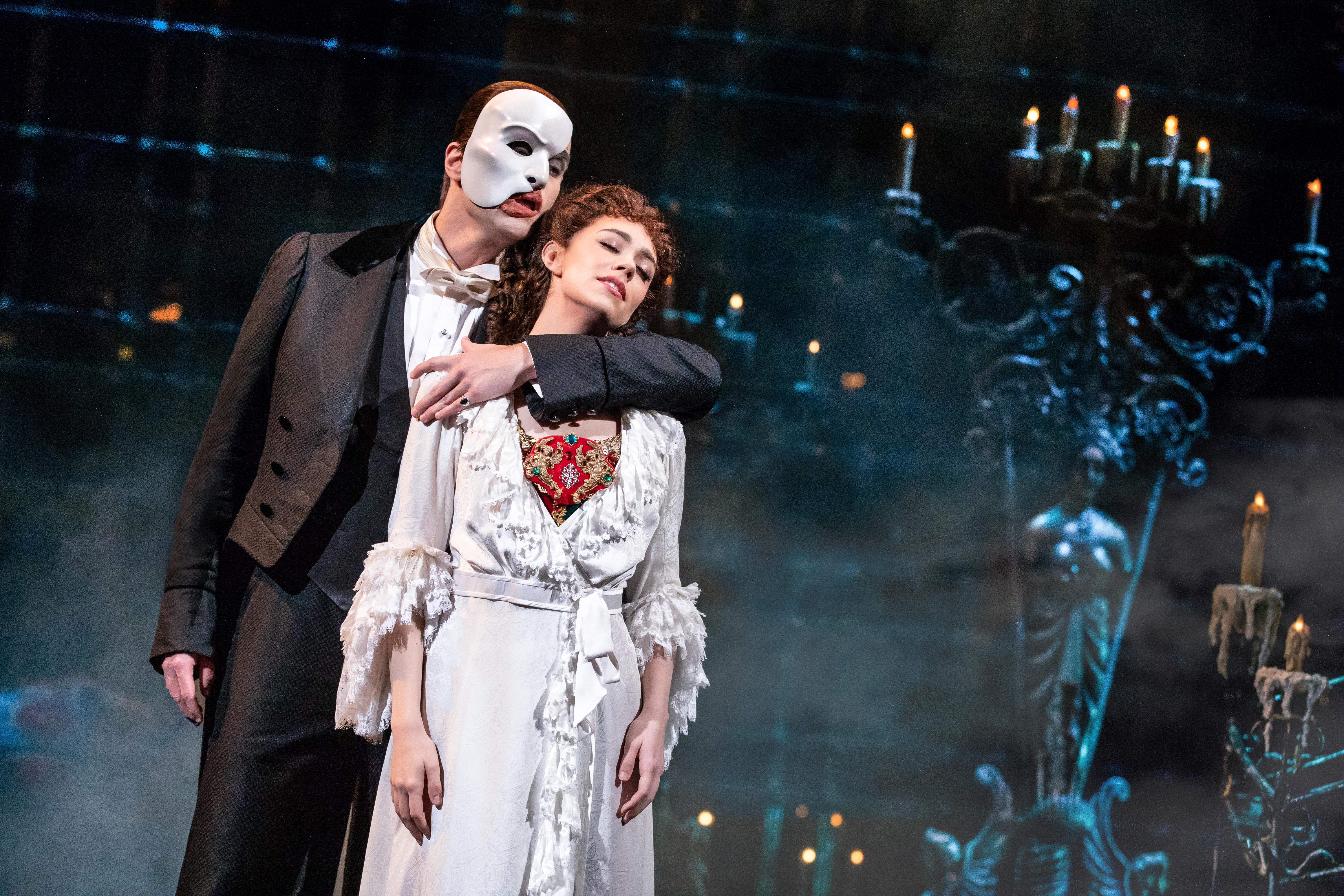 Ben Crawford as The Phantom and Kaley Ann Voorhees as Christine, by Matthew Murphy © The Really Useful Group