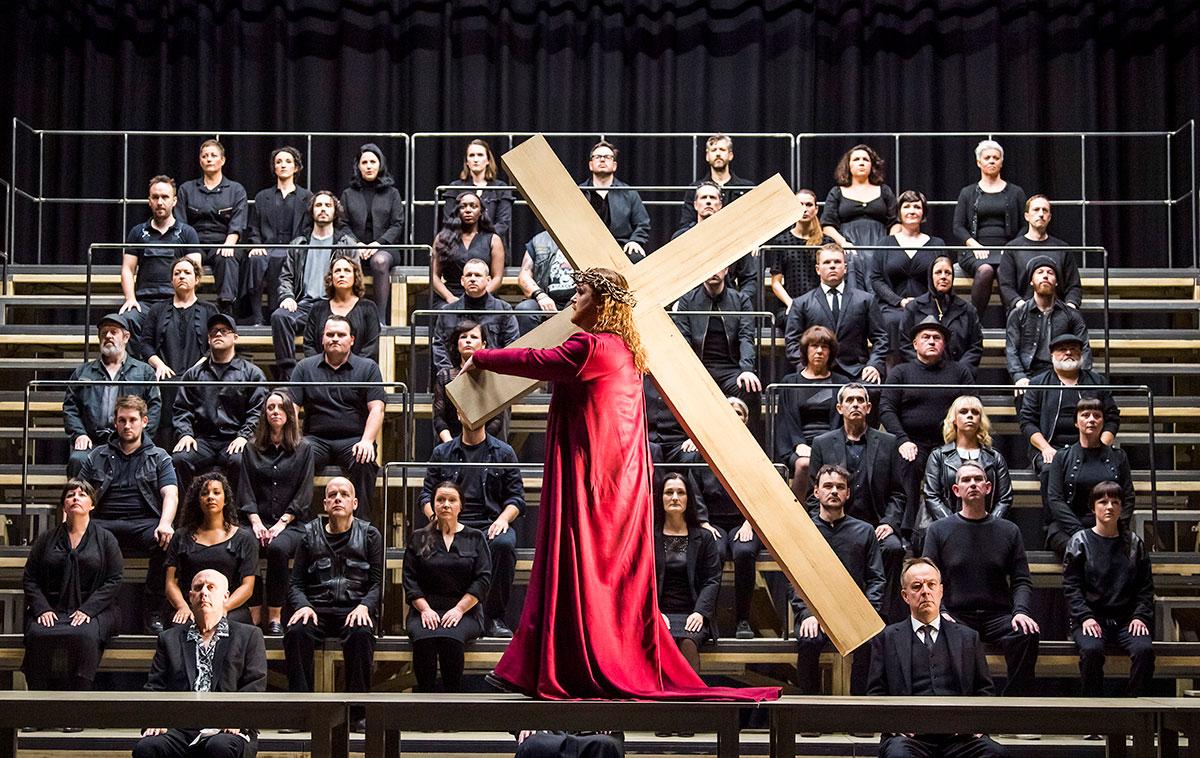英國列斯北方歌劇院馬天奈《希臘受難曲》劇照 © Tristram Kenton