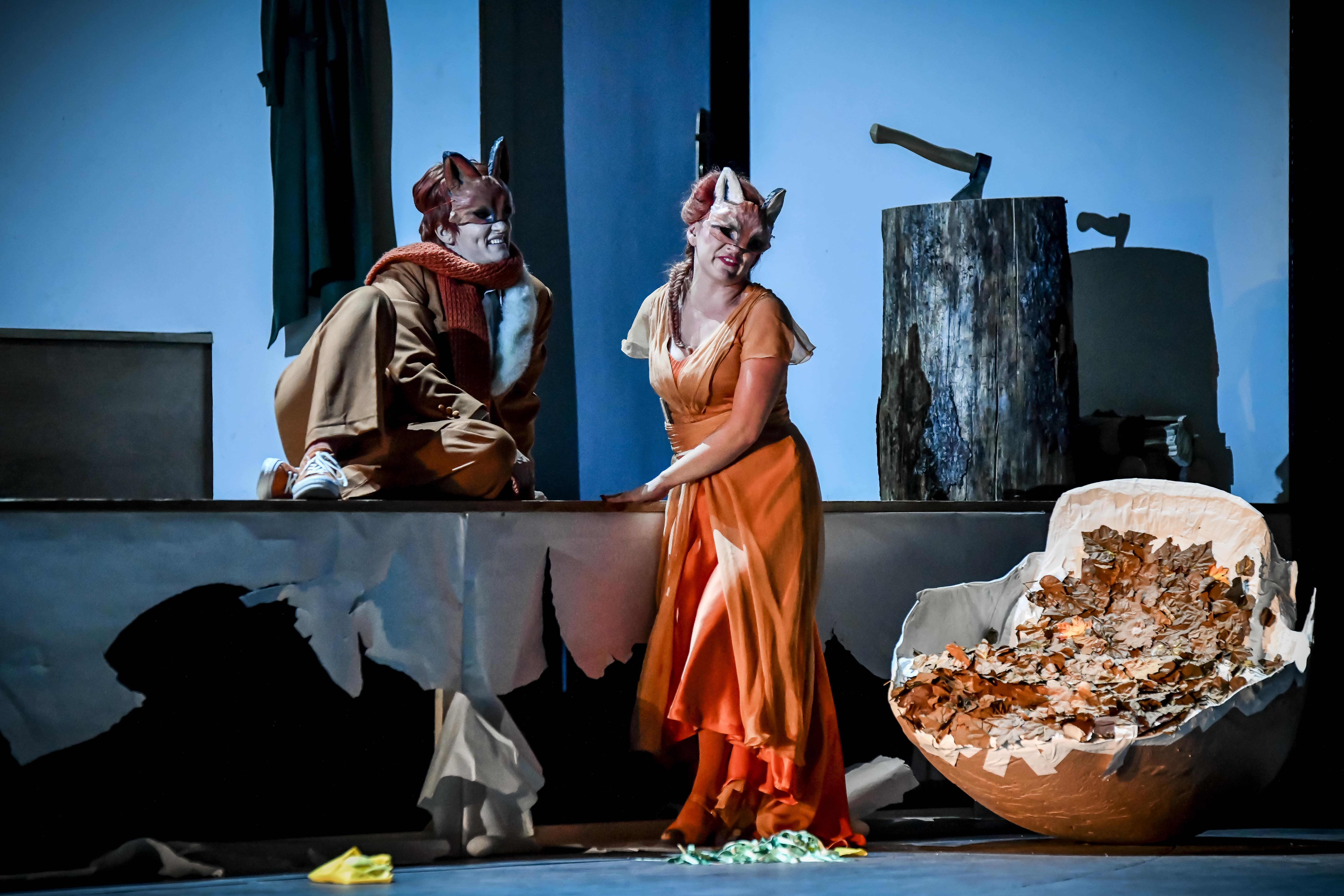 狐女(右)與狐狸(左)的愛情故事悲喜交集,是生命常態,結局亦讓人反思生命不息的循環  © Marek Olbrzymek