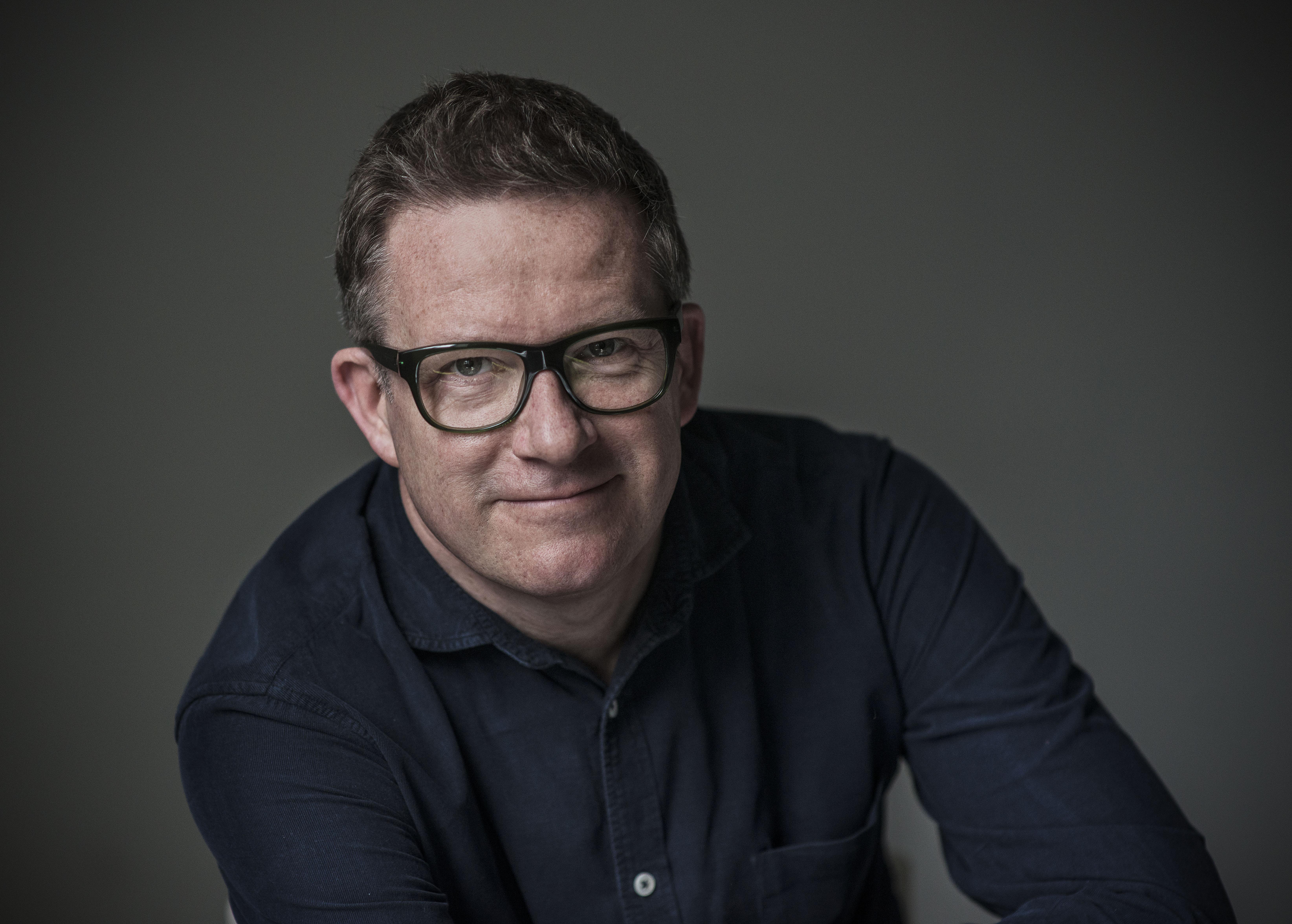 英國廣播公司曾讚譽馬修.伯恩為「大娛樂家」,他對經典劇目的改編手法廣受好評,其作品娛樂及藝術性兼備 © Hugo Glendinning