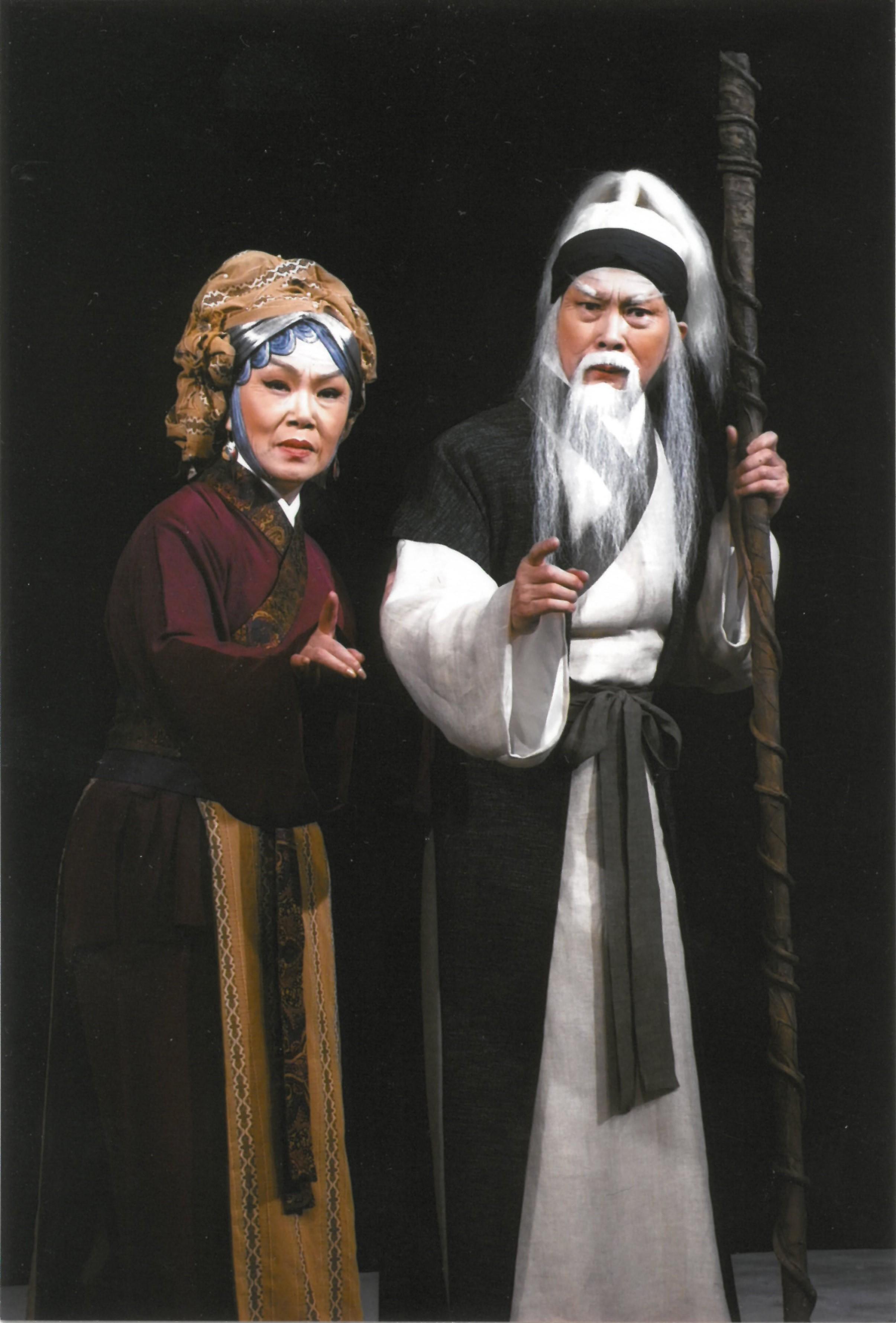 文千歲(右)及梁少芯(左)將為是次製作擔任藝術總監,務求帶出《挪亞方舟》的精髓(圖為2010年於香港文化中心大劇院演出劇照)