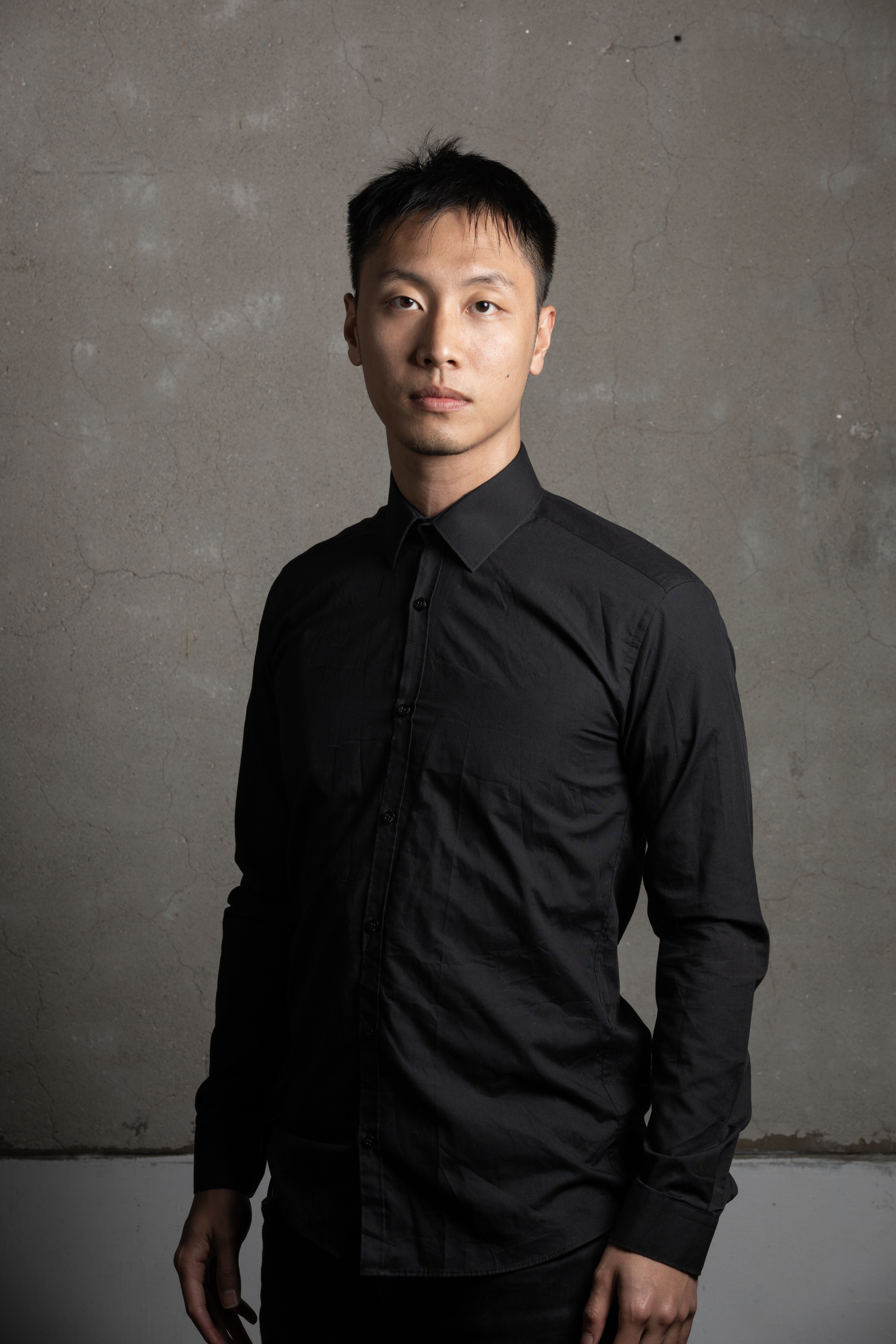 Director James Chan Tai-yin maintains a collaborative relationship with the actresses, with whom he discusses frequently the interpretation of the text to fine-tune the acting