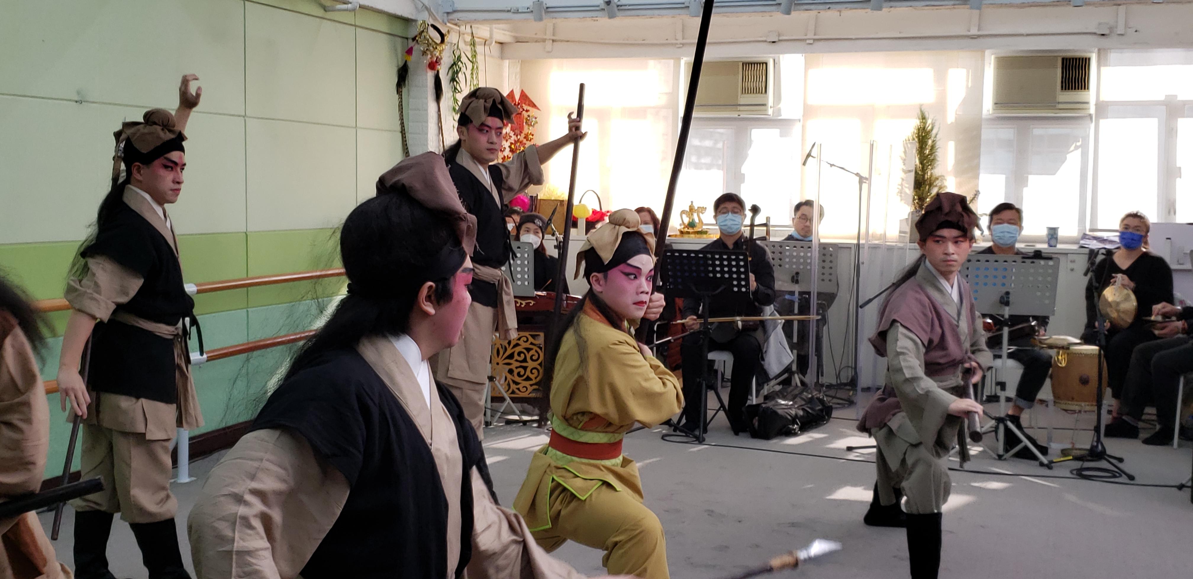 粵劇《挪亞方舟》的演員正密鑼緊鼓排練